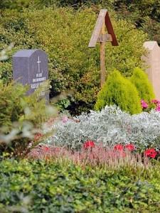 Friedhöfe sind: ein Ort der Trauer, eine Insel der Stille, eine Gelegenheit zu Danken, ein Blick in die ewige Zukunft.