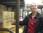Pfr. Koch mit dem Pilgerstempel der ev.-luth. St. Jakobuskirchgemeinde Pesterwitz